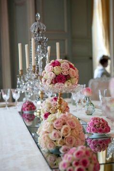 Ordre d'idée de la taille des bouquets de fleurs en centre de table avec miroir en dessous