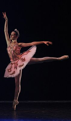 """Nel 1888 il Principe Vsevolozhsky, sovrintendente dei teatri imperiali di San Pietroburgo, commissionò a Tchaikovsky, uno dei compositori più importanti e conosciuti del balletto romantico russo, un grande balletto celebrativo su libretto da lui stesso composto, tratto dalla fiaba di Charles Perrault """"La bella addormentata"""" (nelle immagini alcuni momenti di questo balletto tratti da un recente saggio del nostro Lyceum Mara Fusco).La coreografia fu affidata a Marius Petipa che, collaborando…"""