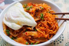 Stir-fried Korean Ramyun Noodles (Ramyun Goreng) | Delishar - Singapore Cooking Blog