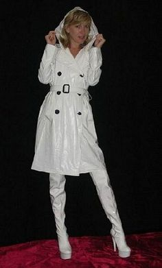 White PVC Trench coat and boots Vinyl Raincoat, Pvc Raincoat, High Leather Boots, High Heel Boots, High Heels, Shoes Heels, White Boots, Sexy Boots, Imper Pvc