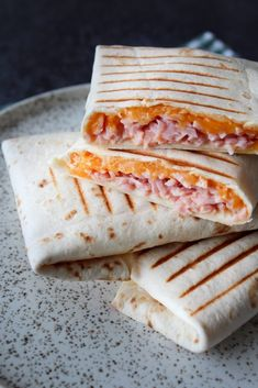 Wraps Med Ost, Skinke og Chili Mayo – One Kitchen – A Thousand Ideas Food N, Good Food, Food And Drink, Yummy Food, Frugal Meals, Easy Meals, Breakfast Recipes, Snack Recipes, Pizza Snacks
