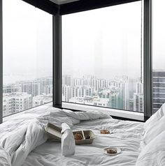 Breakfast with a view over Hong Kong /