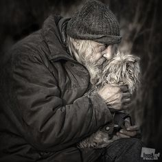 Homeless People, People Of The World, Mans Best Friend, Belle Photo, Black And White Photography, Dog Love, Cool Photos, Dog Cat, Cute Animals