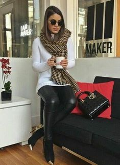 Looks lindos de inverno Beautiful winter looks Cute Fall Outfits, Fall Winter Outfits, Stylish Outfits, Autumn Winter Fashion, Winter Clothes, Dress Winter, Girly Outfits, Winter Wear, Outfits Leggins