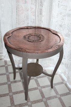 Salonbord: Malet med French linen på benene x 2 og vokset med lys voks - og kun underbordet vokset med mørk voks for at matche topbordets lidt mere