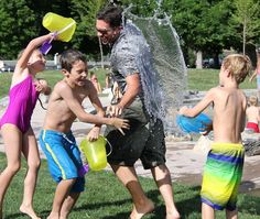 Water games for kids are a must for any outdoor summer party or gathering, they are a good way to cool everyone off, are inexpensive and don't need much time to set up. Here are 10 Wicked Water Games for Kids (they won't want to leave outdoors! Summer Activities For Kids, Family Activities, Outdoor Activities, Chers Parents, Water Fight, Writing Prompts For Kids, Water Games For Kids, Family Fun Night, Camping Games