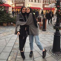HIJAB MODERN COMMUNITY (@hijabmodern.fh) • Instagram photos and videos Modest Fashion Hijab, Modern Hijab Fashion, Street Hijab Fashion, Casual Hijab Outfit, Muslim Fashion, Hijab Chic, Fall Fashion, Modest Wear, Muslim Girls