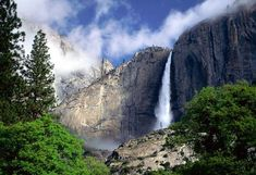 How amazing is Yosemite Falls, the highest measured waterfall in North America? Located in Yosemite National Park in the Sierra Nevada of California, it is a major attraction, especially in late spring when the water flow is at its peak. Sierra Nevada, California National Parks, Yosemite National Park, California Usa, Yosemite California, Ken Burns National Parks, California Drought, National Forest, Nature