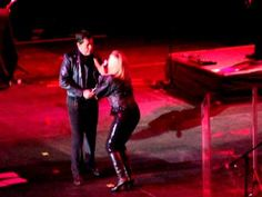 Olivia newton john en chile you're the one that i want 2010