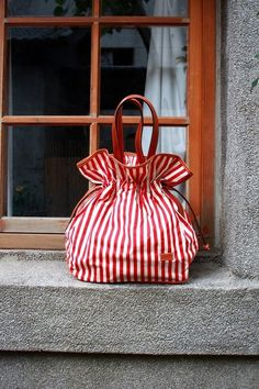 You can find those hanbags on Handbags Candy Stripes, Red Stripes, My Bags, Purses And Bags, Striped Bags, Fabric Bags, Cute Bags, Handmade Bags, Beautiful Bags