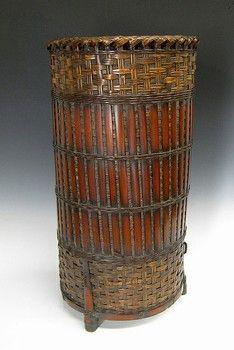 Alter to ceramic shape with angular feet. Japanese Bamboo, Japanese Art, Bamboo Basket, Wicker Baskets, Bountiful Baskets, Native American Baskets, Bamboo Art, Mahogany Color, Fibre And Fabric