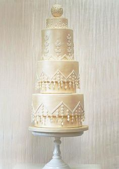 The Jazz Age Vintage #wedding cake inspired by the flapper dresses of the 1920's www.findiforweddings.com