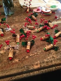 Creative and Easy Christmas Crafts for Kids – Wine Cork Ornaments Christmas Crafts For Gifts, Christmas Art, Christmas Projects, Christmas Decorations, Wine Craft, Wine Cork Crafts, Bottle Crafts, Wine Cork Ornaments, Xmas Ornaments
