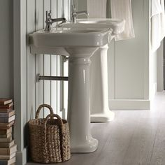 Banheiro pias - Vessel Lavatory e Pedestal Bath Sink Pedestal Sink Storage, Pedestal Sink Bathroom, Diy Bathroom Vanity, Boho Bathroom, Bathroom Colors, Bathroom Sets, Sinks, Small Bathrooms, Retro Bathrooms