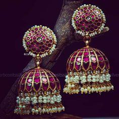guardie anello in argento sterling zirconi Gold Jhumka Earrings, Gold Earrings Designs, Gold Jewellery Design, Jhumka Designs, Jewellery Box, Jewelery, Indian Earrings, Temple Jewellery, Jewellery Making