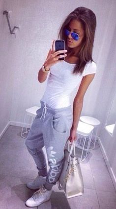 Cute outfits with sweatpants, lazy day outfits, how to wear sweatpants, s. Lazy Day Outfits, Mode Outfits, Sport Outfits, Casual Outfits, Fashion Outfits, Womens Fashion, Sport Fashion, Look Adidas, Mode Lookbook