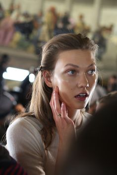 Supermodel #KarlieKloss, a ringer for my niece Sarah, who lost her battle with leukemia just over a yr. ago. <3