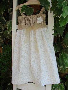 Vestidito de niña con canesú de ganchillo - (c) Marián Álvarez