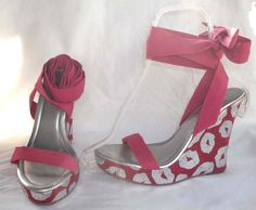 COLIN STUART sz 8 ankle tie PLATFORM WEDGE heels PINK KISS LIPS silver METALLIC