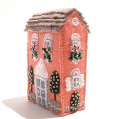 Soap Box House van TwoLeftHands op Etsy Fleece Crafts, Felt Crafts Diy, Felt Embroidery, Felt Applique, Kawaii Felt, Felt House, Embroidered Leaves, Felt Fairy, Box Houses