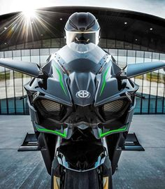 2015 NINJA Ninja / Motorcycle by Kawasaki! I wanna ride this thing already! Kawasaki Motorcycles, Cool Motorcycles, Course Moto, Custom Sport Bikes, Sportbikes, Hot Bikes, Kawasaki Ninja, Street Bikes, Bike Design