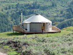 What is a Joshua Tree California yurt. Joshua Tree CA yurt designs. Joshua Tree CA yurt interiors. Yurt Living, Outdoor Living, Interior Natural, Yurt Interior, Yurt Home, Round House, Earthship, Trailer, Cabin Homes