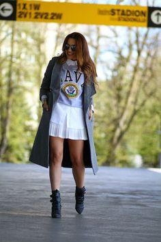 Fusta alba plisata si Paltonul midi | Sporty Chic Look | Sandra Bendre