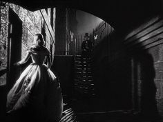 Madeleine meeting L'Angelier outside her house - David Lean (1950)