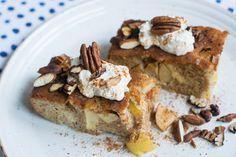 Endlich mal ein Apfelkuchen, den man ohne schlechtes Gewissen verputzen kann! Low Carb, High Protein Apfelkuchen. Extrem lecker und einfach!