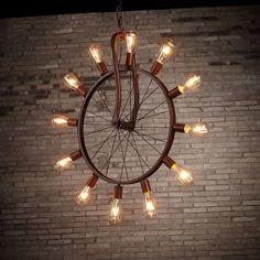 Industrial Pendant Lights, Pendant Lighting, Rustic Lighting, Lighting Design, Bar Country, Deco Cafe, Diy Luminaire, Bicycle Decor, Vintage Industrial Decor
