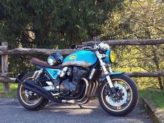 Suzuki Cafe Racer, Cafe Racer Motorcycle, Cafe Racers, Suzuki Gsx 750, Bobbers, Scrambler, Sport Bikes, Yamaha, Beast