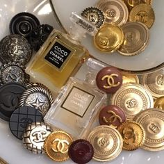 VINTAGE CHANEL BUTTON