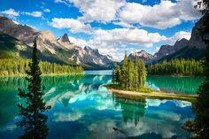 Maligne Lake, Alberta, Canada.