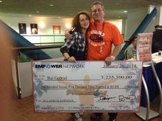 Os meus queridos amigos Rui e Melissa Gabriel, passaram de falidos a milionários, a trabalhar a partir de casa pela internet. Foram a Miami receber este cheque. Muitos parabéns. Este é o sistema que eles usam: http://www.jufaria.com/c/?p=enmoneypt