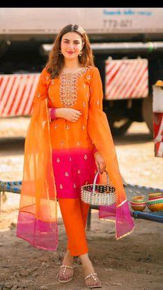Party Wear Indian Dresses, Pakistani Fashion Party Wear, Dress Indian Style, Indian Fashion Dresses, Indian Designer Outfits, Beautiful Pakistani Dresses, Pakistani Dresses Casual, Pakistani Dress Design, Stylish Dress Book