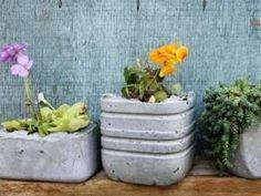 Faire des pots de fleurs en ciment, les tutos - par nafeuse