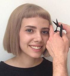 Who likes short bangs? New Short Hairstyles, Hairstyles With Bangs, Easy Hairstyles, Short Bangs, Bob Haircut With Bangs, Bob Bangs, Bob Haircuts, Easy Hair Cuts, Fringes