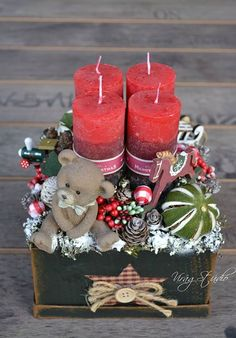 Thinking about easy and cheap christmas centerpiece ideas that you can do by yourself? Look here for some of the easiest Christmas centerpiece ideas. Christmas Advent Wreath, White Christmas Ornaments, Noel Christmas, Christmas Candles, Rustic Christmas, Simple Christmas, Winter Christmas, Christmas Crafts, Cheap Christmas