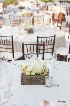 http://mariageoriginal.files.wordpress.com/2013/01/caisse-bois-centre-table.jpg