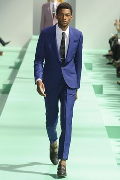 2013 S/S Paris 맨즈 컬렉션 Paul Smith #BlueJacket #BluePants #BlueSuit #WhiteShirts #BlackDotNecktie <blue suit + black dot necktie>