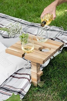 DIY Picknick Tisch Weintisch aus Schneidebrett - Ikea Hack