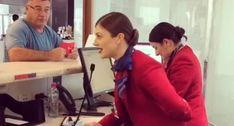 Funcionária De Aeroporto Deixa Todos Boquiabertos Com Surpresa De Natal