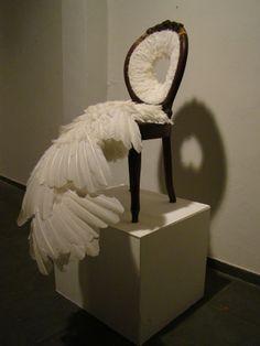 """Zé Carlos Garcia - ArtMaZone  """"Cadeira"""" (2009)Rio de Janeiro Objet mutant réalisé par un processus de déformation d'un meuble ancien et art plumaire."""