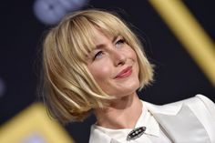 Fantastic Totally Free Julianne Hough Looks Completely Different With Her New Blunt Bob and Bangs Strategies Who created the Bob hairstyle? Bob has been primary the group of trend hairstyles for decades. Asymmetrical Bob Haircuts, Stacked Bob Hairstyles, Curly Bob Hairstyles, Hairstyles With Bangs, Curly Hair Styles, Blunt Bob With Bangs, Bob Haircut With Bangs, Lob Haircut, Short With Bangs