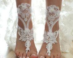 ivory beach wedding barefoot sandals ivory lace por LadyVIVIENN
