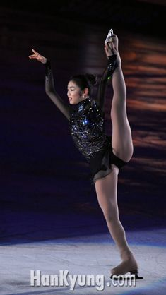 Yuna Kim Yoga Pants Girls, Girls In Leggings, Ice Skating, Figure Skating, Kim Yuna, Female Volleyball Players, Gymnastics Pictures, Artistic Gymnastics, Beautiful Young Lady