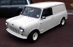 Mini Cooper Classic, Classic Mini, Vans Classic, Mini Cooper Clubman, Mini Coopers, Weird Cars, My Dream Car, Mini Me, Delivery
