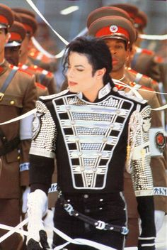 The King of Pop- Who else could wear sh*t like that?