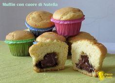 I muffin con cuore di nutella sono dei dolcetti perfetti per la prima colazione. Inserendola poi nei muffin poco prima di infornarli, otterrete un cuore morbido che non si mescolerà al resto del composto
