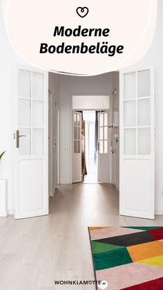 In Wohnräumen oder im Flur beeinflusst der Fußboden die Atmosphäre und das Raumklima in erheblichem Maße. Die Auswahl reicht von pflegeleichten Fliesen über Echtholz bis zu modernen Designböden aus Vinyl und fußfreundlichem Kork. Bei WOHNKLAMOTTE findest Du Infos zu den modernen Bodenbelägen. Vinyl, Entryway, Kids Rugs, Design, Furniture, Home Decor, Barn Wood Floors, Wood Floor, Apartment Interior